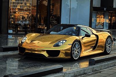 porsche 918 in gold